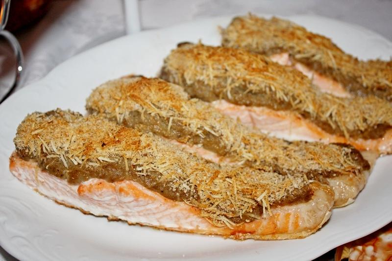 Łosoś pod kruszonką serowo bakłażana i sera