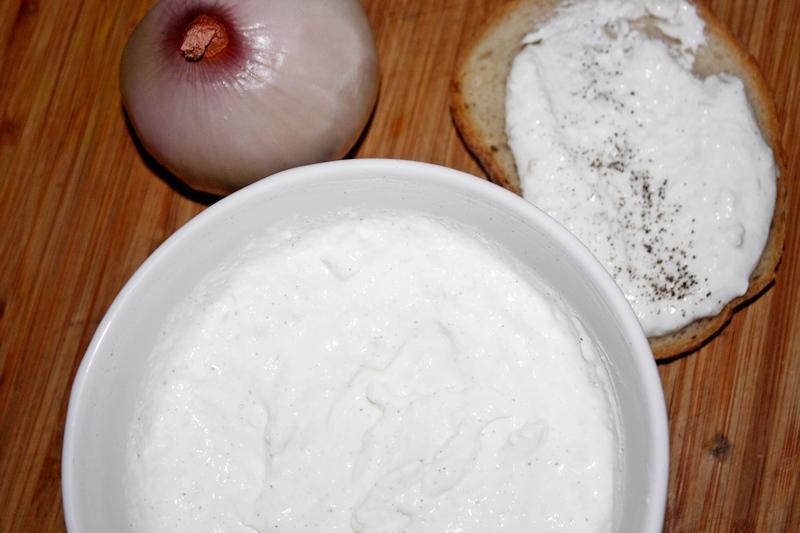 cebulkowo-twarożkowa pasta do pieczywa w stylu almette