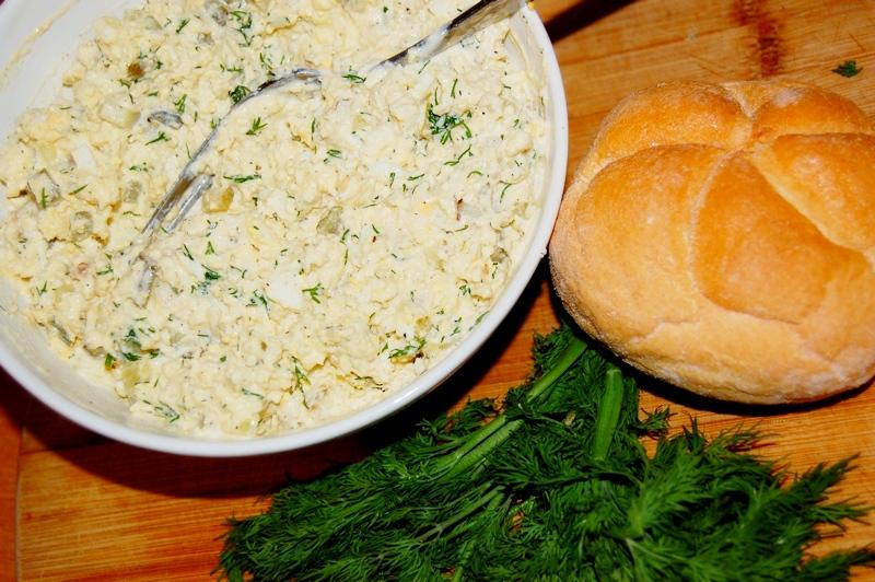 pasta śniadaniowa z halibuta i jajka