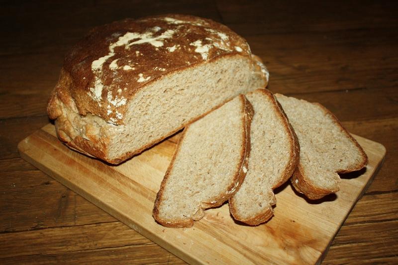 rustykalny chleb orkiszowy